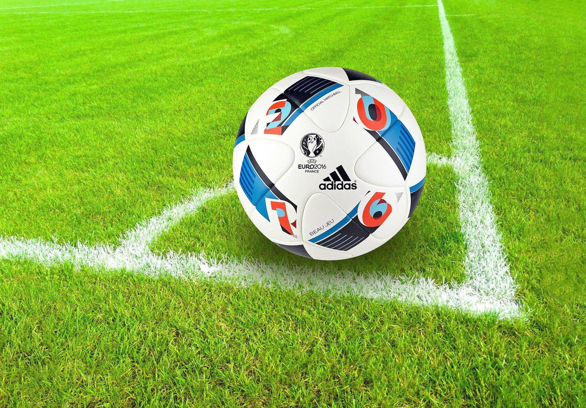 We kunnen weer trainen-voetballen (muv veld 3)
